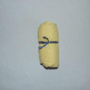 Lençol Para Mini Berço Agarradinho para colchões de 86x42x8 – Chevron Amarelo Colo de Mãe
