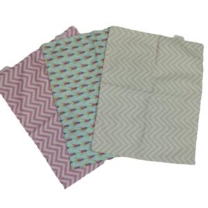 Trio de Fronhas para travesseiro de bebê Chevron Pink, Flores e Chevron Rosa 35cm x 28cm da Colo de Mãe _ 3 fronhas
