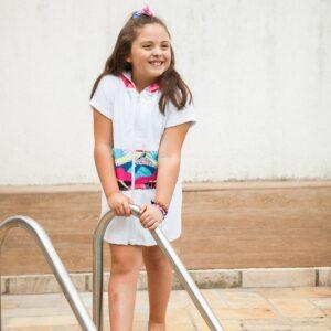 Roupão Infantil com Capuz Tropical Manga Curta de 5 a 10 anos