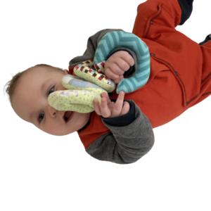 Kit Manta Sensorial Ursinho Cinza e Mola de tecido para bebê